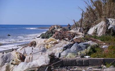 Un vertedero en primera línea de playa