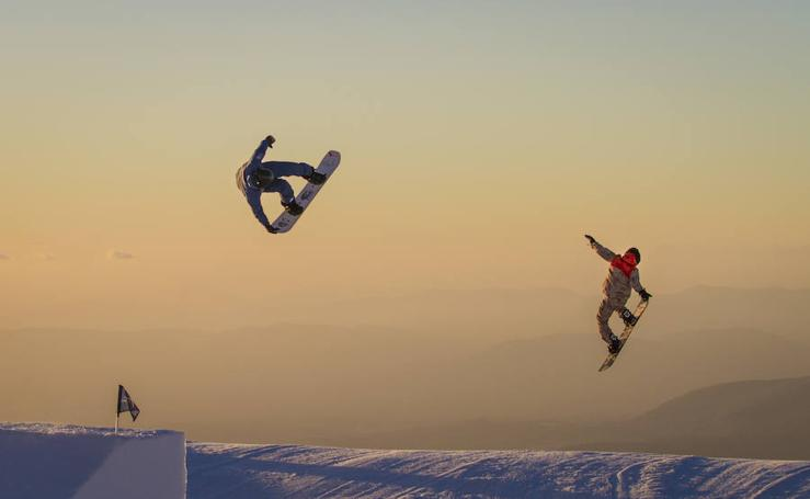 La belleza de Sierra Nevada, la elegancia del esquí y el snowboard