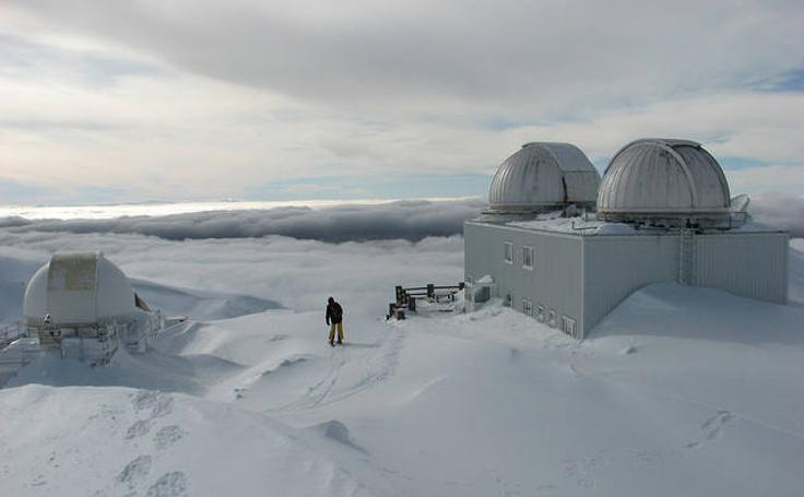 Vistas del exterior y del interior del Observatorio de Sierra Nevada