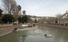Las últimas lluvias convierten en navegable el río Genil en Granada