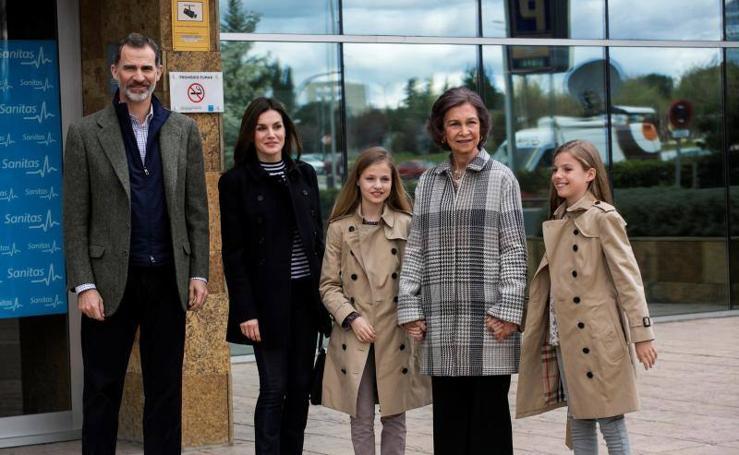 Así ha sido la escena de doña Sofía y sus dos nietas sonrientes y juntas