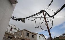 Los enganches ilegales en Granada darían luz a la capital durante 20 días al año