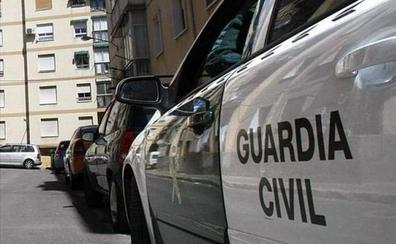 Olvida a su novia encerrada en su coche y la rescata 6 horas después la Guardia Civil