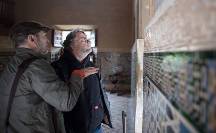 La Alhambra «fascina» a Guillermo del Toro