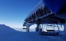 Advierten a los esquiadores del alto riesgo de avalanchas en Sierra Nevada tras las últimas precipitaciones