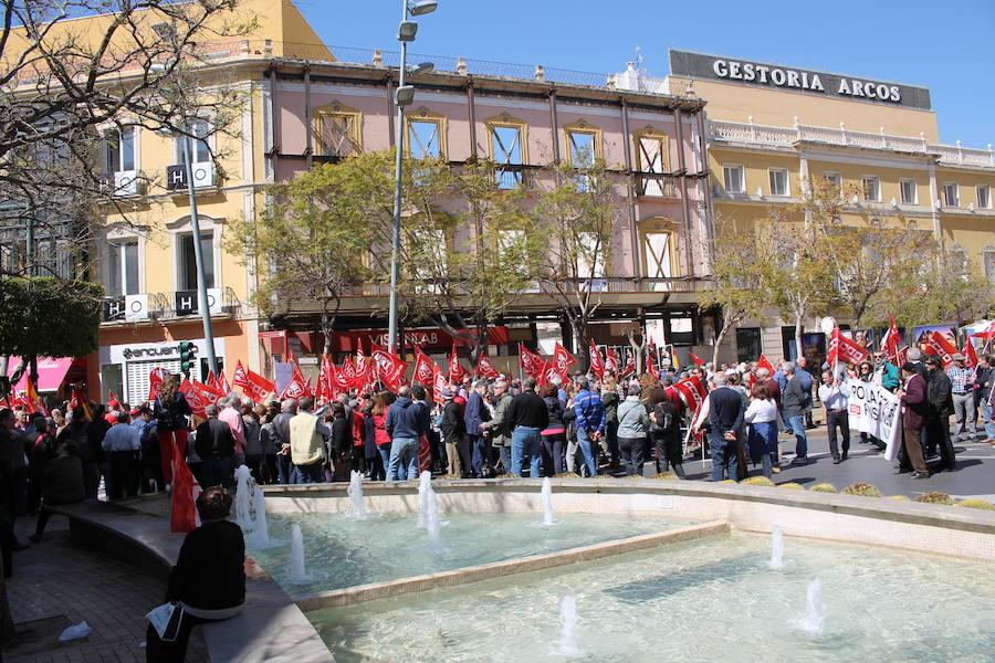 Unas 1.500 personas salen en Almería a la calle a pedir unas pensiones «dignas»