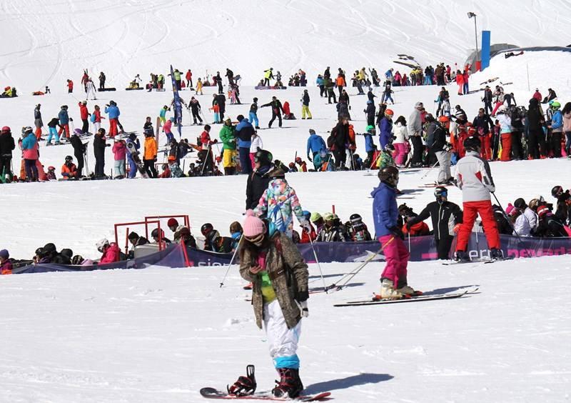 Sierra Nevada registra su mejor fin de semana de primavera con 21.000 esquiadores