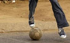 Simula regates de fútbol para distraer a las víctimas y robarles la cartera