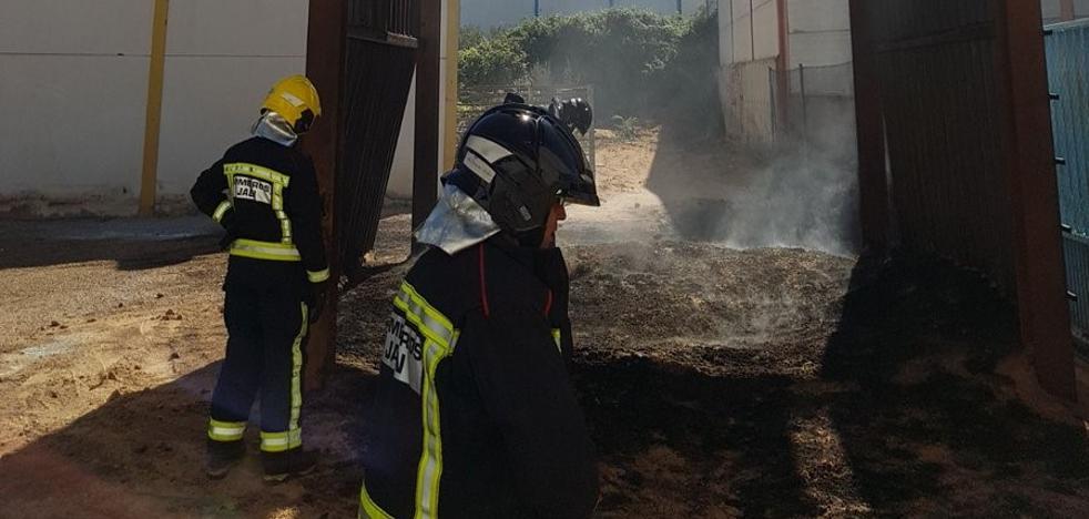 Dos trabajadores heridos por la deflagración de un silo en Mancha Real