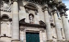 Al grito de «Dios me ha enviado» destroza una Iglesia a su paso