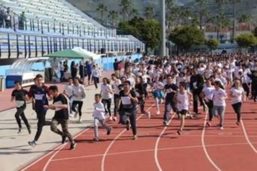 Ochocientos escolares de Almuñécar corren por la igualdad