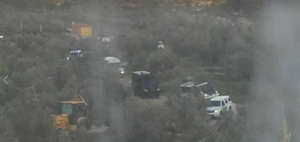 La Guardia Civil inicia el desalojo del Aguardentero