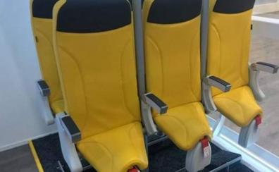 Polémica por los asientos que pondrán las aerolíneas 'low cost': habrá que ir casi de pie