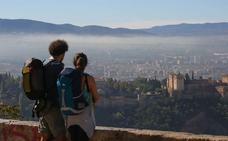 Dos de cada tres turistas españoles no gastan dinero en alojamiento