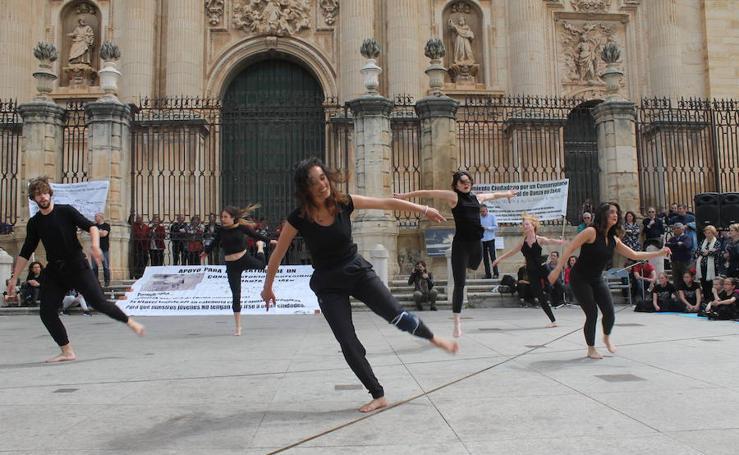 Jaén protesta bailando