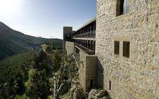 Se cae por una ladera en una excursión al Castillo de Santa Catalina