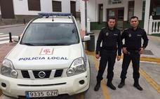 Dos policías de Albuñol salvan la vida a un vecino de Almuñécar que estaba sufriendo un infarto