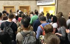 Un centenar de viajeros sufre un retraso de 15 horas en el vuelo Granada-Barcelona