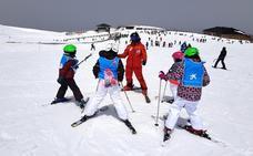 «Aprender a esquiar es un soplo de aire fresco en nuestras vidas»