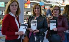 La literatura 'fácil' y la compleja se dan la mano en las ventas de la Feria del Libro de Granada