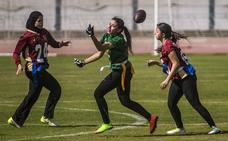 En El Cairo, jóvenes egipcias se aficionan al fútbol americano