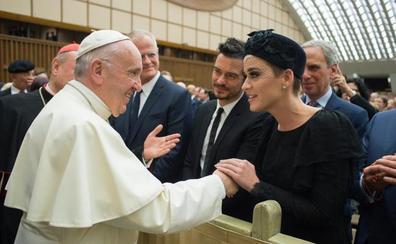 Orlando y Katy oficializan su reconciliación ante el Papa