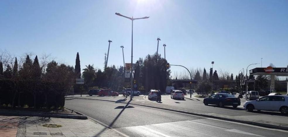 Una decena de personas apalea a un hombre con barras de hierro y palos de béisbol en Granada