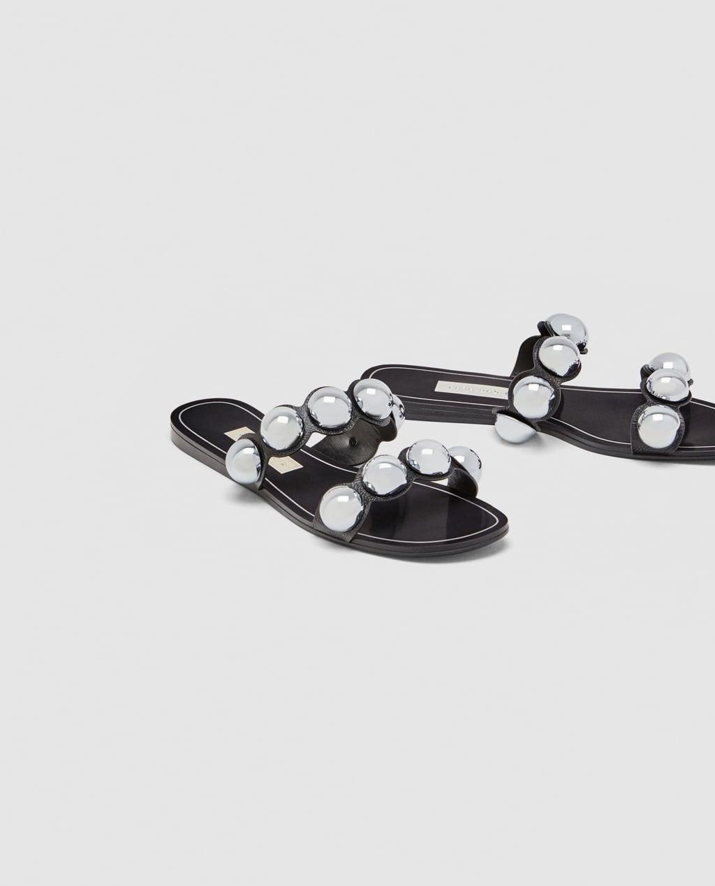 cc58889ac02cf2 ... incluidas tus sandalias planas; como no podía ser de otra forma Zara ya  se ha sumado a esta tendencia con dos modelos que prometen agotarse muy  pronto y ...