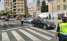 La Policía Local de Motril evita peleas y mantiene a raya el botellón en unas cruces 'tranquilas'