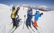 3.500 esquiadores cierran la temporada en Sierra Nevada con 66 kilómetros esquiables
