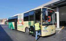 Las líneas de autobús de Pinos Puente retoman su ruta habitual desde el primer servicio de este miércoles