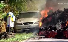 El impactante vídeo de la lava del volcán Kilauea 'tragándose' un coche en minutos
