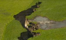 La tierra se abre en Nueva Zelanda con este gigante agujero