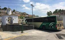 El Ayuntamiento de Pinos Puente denuncia a dos menores por actos vandálicos contra los autobuses