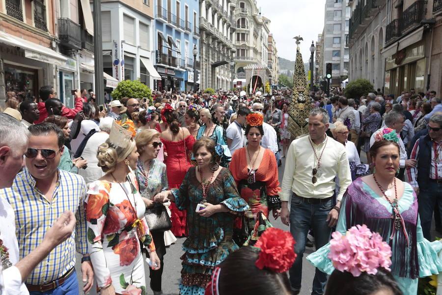 Los rocieros se despiden de Granada para iniciar la peregrinación hacia Almonte