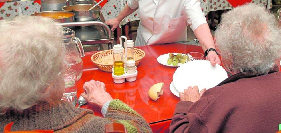 La Junta sanciona a una residencia de ancianos de la capital por desatender a los dependientes