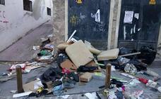 Las inmediaciones del refugio antiaéreo de Jaén se llenan de basura