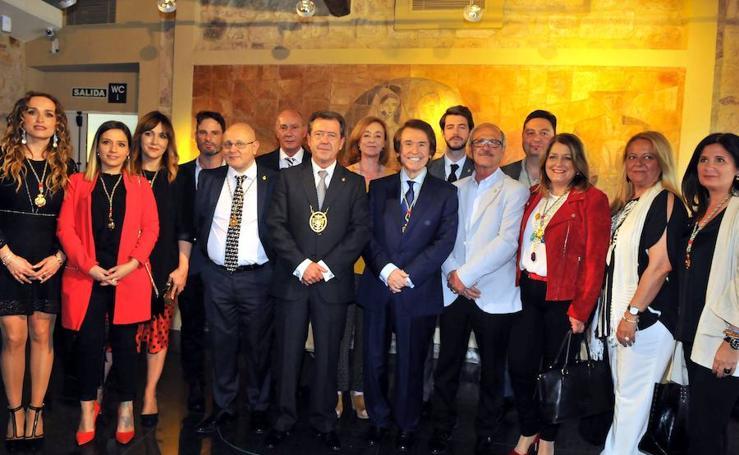 Raphael recibe el título de Hijo Predilecto de Linares