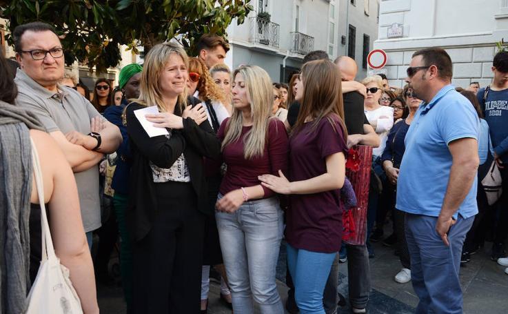 Más de 300 personas se concentran en la plaza del Carmen
