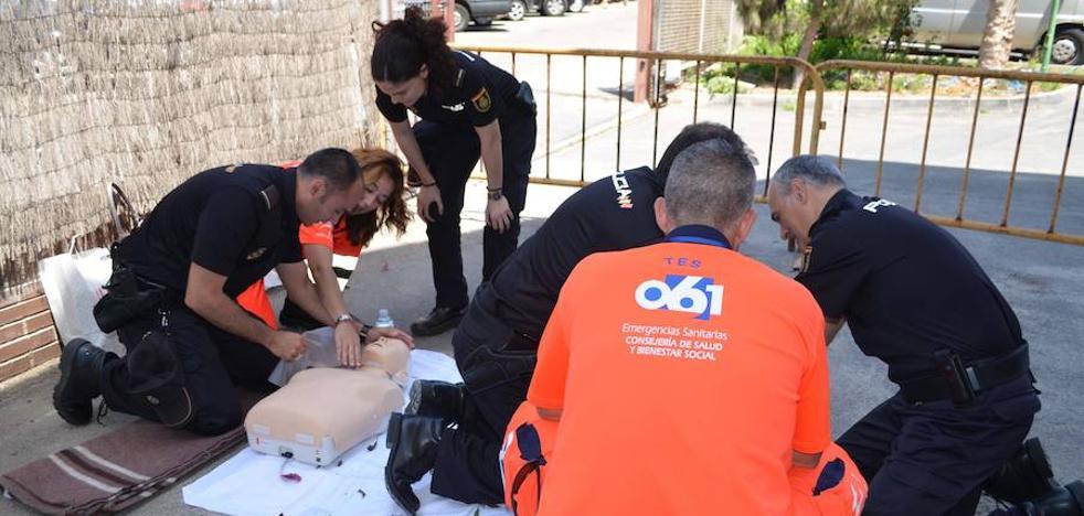 La Policía Nacional de Almería aprende técnicas de reanimación