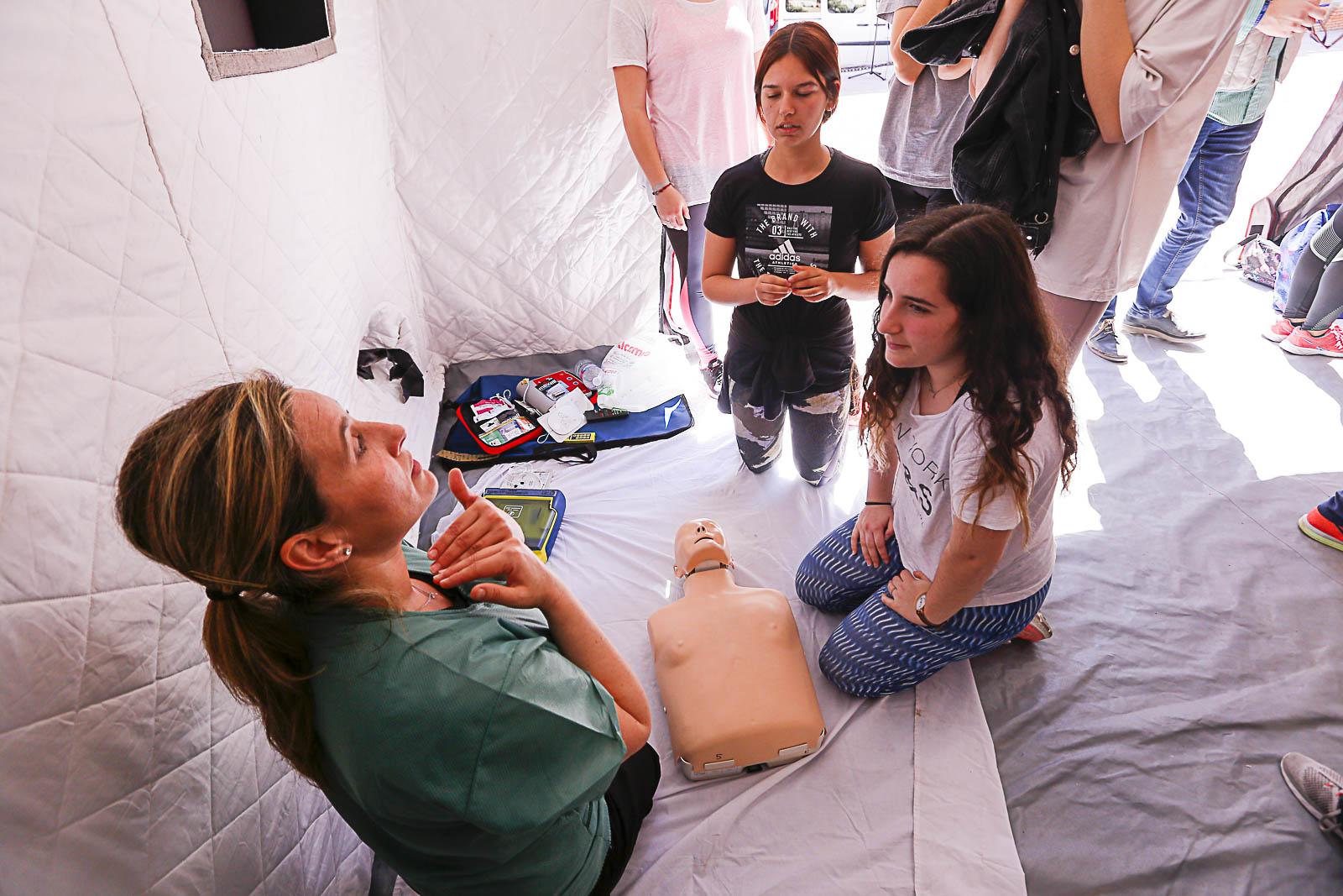 Más de 300 alumnos aprenden prácticas de Resucitación Cardio Pulmonar