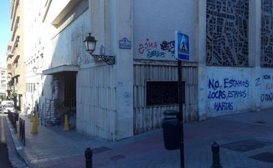La fachada de la cripta de Fray Leopoldo aparece plagada de pintadas feministas