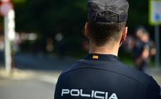 Detenida una turista borracha por tocamientos a un taxista y a un menor en Fuengirola