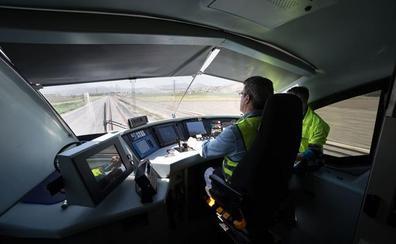 El consejero de Fomento pedirá al Ministerio acelerar los plazos para la llegada del AVE a Granada