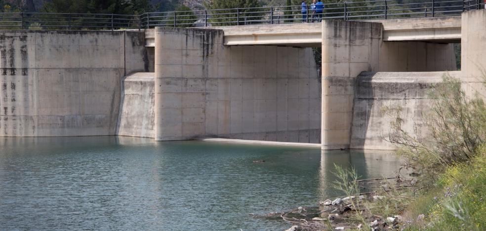 Canales desembalsará hoy por primera vez en ocho años y subirá el cauce del río Genil