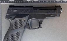 Pánico en un tren alemán por una abuela con una pistola de juguete bajo el brazo