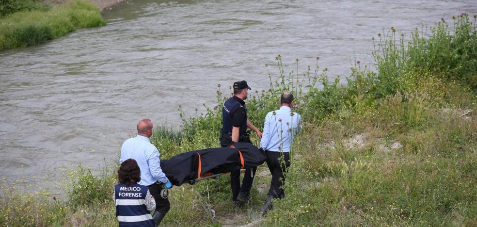 El cadáver aparecido junto al Genil es de un hombre de 38 años que murió de forma violenta por asfixia