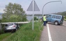 El escondite del coche radar de la DGT: se estrella contra un poste telefónico y lo destroza