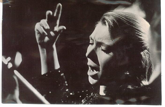 La primera dama de la canción en Granada