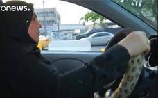 La impactante historia de la primera taxista de Irak